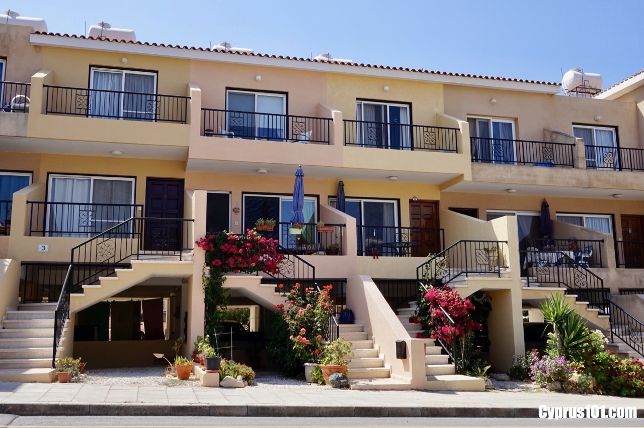 Peyia Spacious 2 Bedroom Townhouse with Sea & Mountain Views
