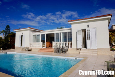Bungalow in Sea Caves Paphos Cyprus