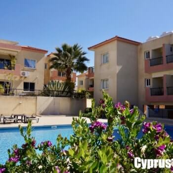 Ground floor apartment in Peyia with garden