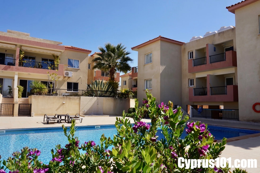 Peyia Ground Floor Apartment with Enclosed Garden