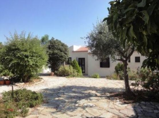 Charming Character Bungalow in Agia Marinouda – Close to Golf & Paphos town