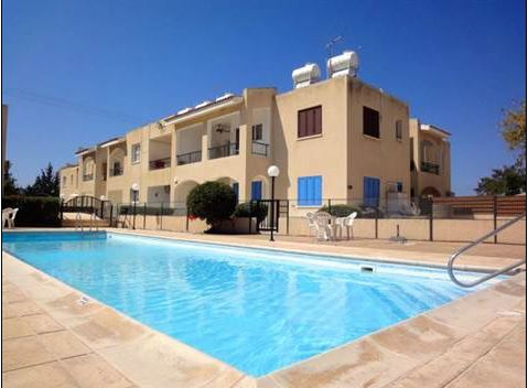 Flat in Kato Paphos w/ Deeds & Pool – Walk to Kings Ave. Mall – Great Price