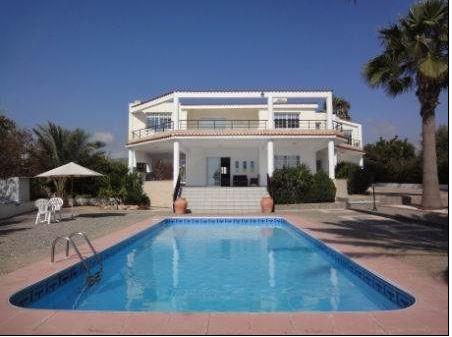Luxury villa in Kissonerga Paphos for sale