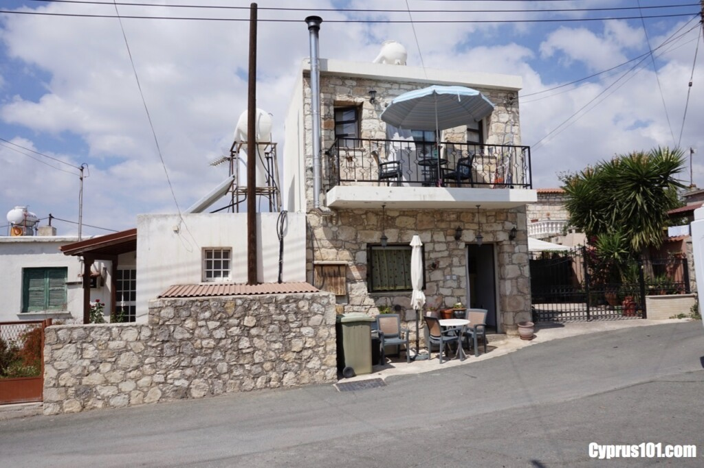Stone House For Sale in Agios Demetrianos