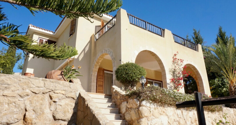Charming 3 bedroom Detached Villa in picturesque hillside setting in Kamares Village.