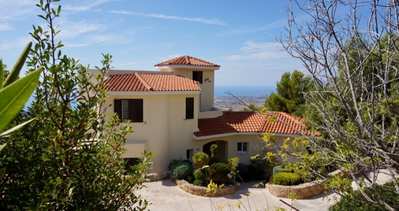 Luxury Villa For Sale in Kamares, Paphos