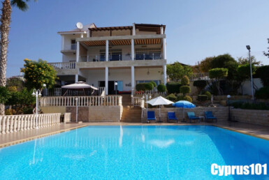 Luxury villa in Paphos for sale