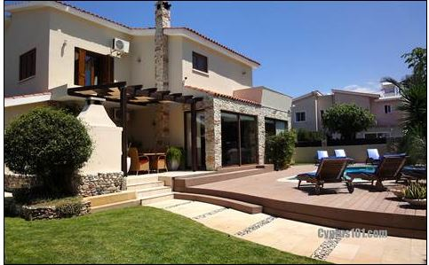 Stunning Villa Between Kato Paphos & Paphos w/ Built-in Aquarium & Tons of Extras!