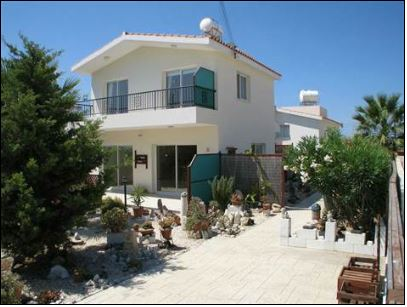 Mandria Villa for Sale with Deeds – Walk to Beach
