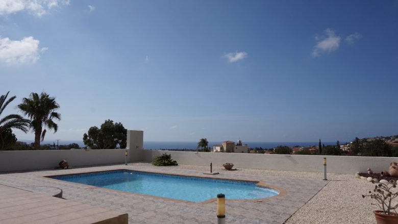 Peyia-Beautifully-Presented-3-Bedroom-Detached-Villa-with-Stunning-Sea-Mountain-Views