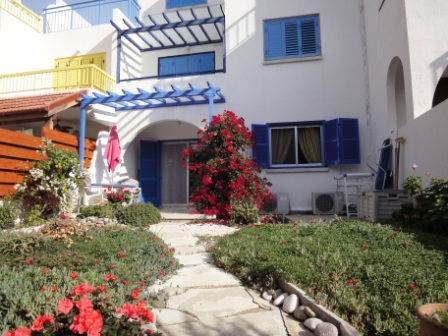 New Listing – Apartment in Kato Paphos – Tombs of the Kings – Walk to Everything