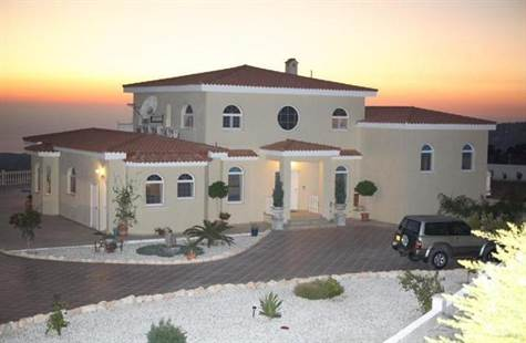 New Year, New Price – Fabulous Villa in Akoursos
