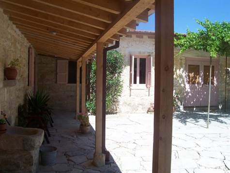 Single Story For Sale in Anogyra