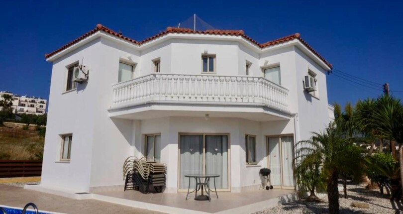 4 Bedroom Villa with Pool in Peyia