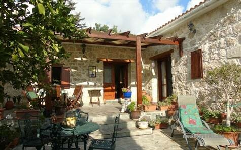 Bungalow For Sale in Paphos District in Mesa Chorio