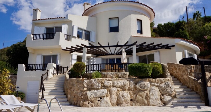 Luxury Villa in Kamares, Paphos with Stunning Sea Views